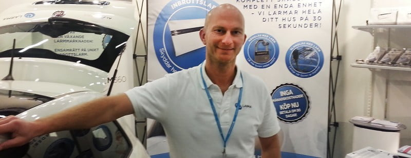 Mathias Audell Ringholm utmanar jättarna med en annorlunda larmteknik.